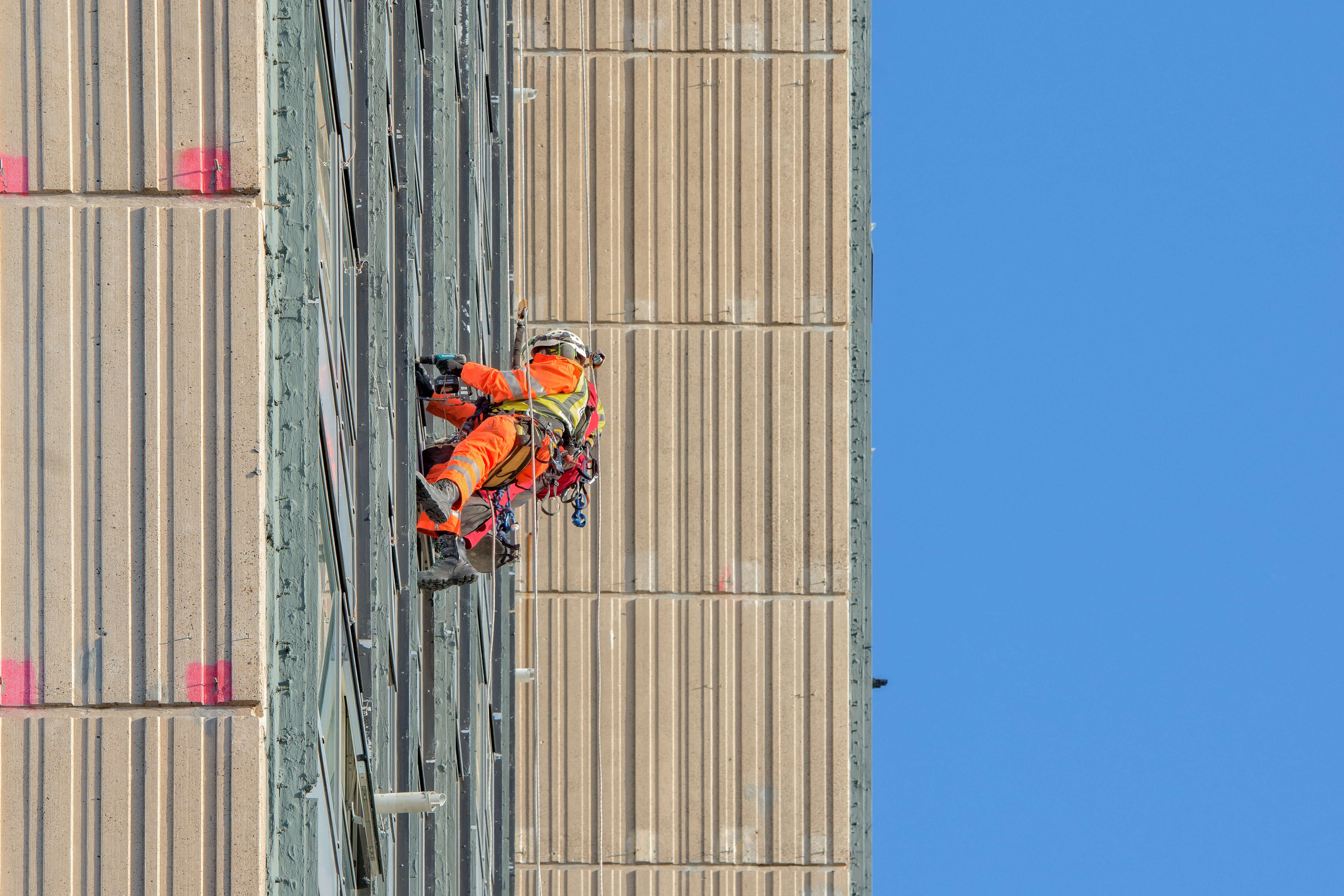 abseiling painting London